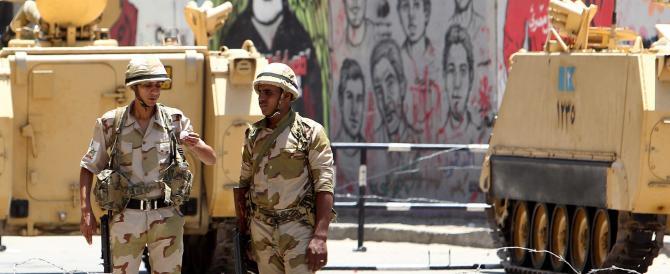 """Egitto, il pugno duro di Al Sisi:""""retata"""" di giornalisti a piazza Tahrir"""