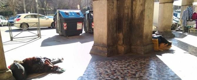 All'Esquilino cittadini incatenati contro il degrado: «Marino dimettiti!»