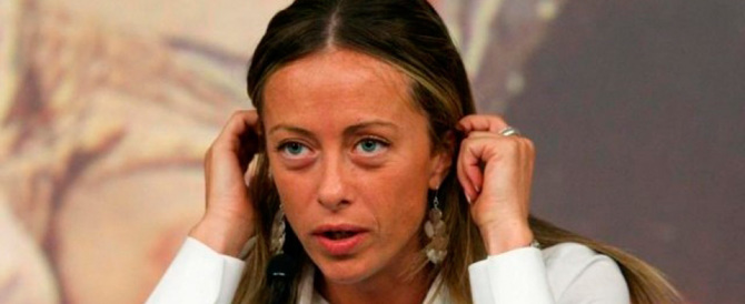 Roma devastata, la Meloni chiede le dimissioni di sindaco e governo