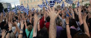 """Grecia, accordo """"breve"""" con la Ue. Ma le banche sono prese d'assalto"""