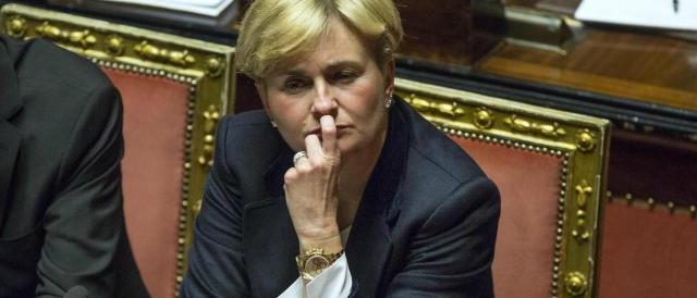 """Il governo vara il ddl Concorrenza ma Renzi """"scappa"""" ancora sul fisco"""