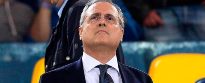 Lazio, 13 daspo per gli adesivi. E arriva un retroscena sulla telefonata di Lotito