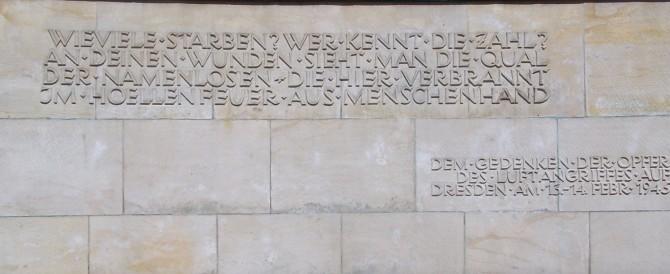 """70 anni fa il bombardamento terrorista di Dresda da parte dei """"liberatori"""""""