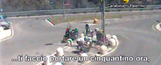 Palermo, rubavano motorini e chiedevano soldi per restituirli