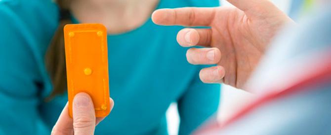 Pillola dei 5 giorni dopo: polemica per la mancata prescrizione alle minorenni