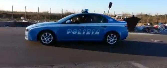 Rom sulla volante della Polizia? Una bufala! Era l'auto di un set (video)