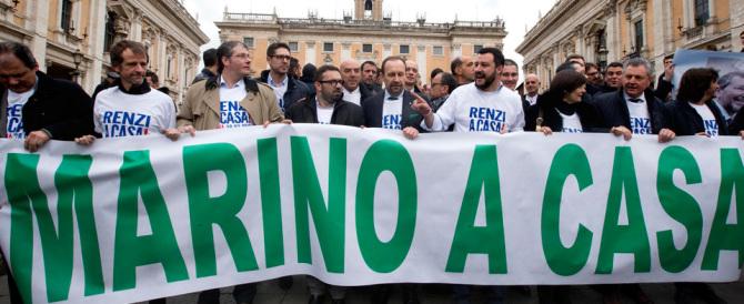 Salvini a Roma. Striscioni e urla di Sel. Lui replica: sono quattro poveretti