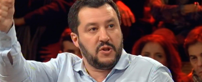 """""""Stato di m…a"""". Salvini esagera in radio e il Pd invoca subito il processo"""