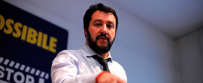 Salvini a Renzi: «Parli a vanvera di guerra, hai sbagliato tutto, stai zitto»