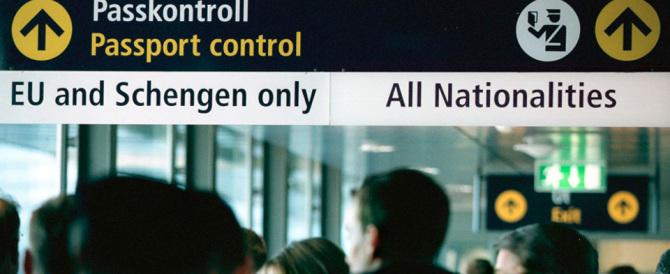 La Francia chiede di sospendere Schengen. Ma a Bruxelles la isolano