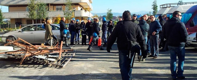 Rifugiati in rivolta, nozze finte con i migranti, spaccio: l'Italia sprofonda