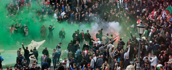 Aggredirono turisti con la maglia della Lazio: denunciati ultras della Roma
