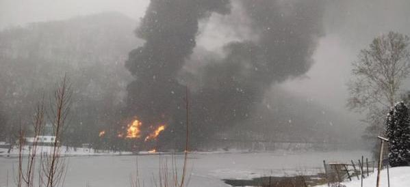 Spettacolare incidente in Virginia: deraglia treno carico di petrolio (video)