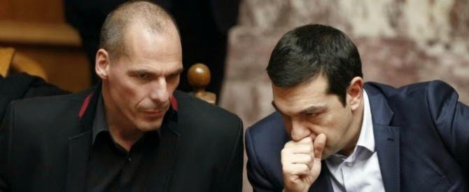 La resa di Tsipras: il suo piano di riforme piace alla Troika e alla Ue