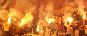 Coppa Italia, assalto degli ultrà del Milan in un bar di Roma: due accoltellati