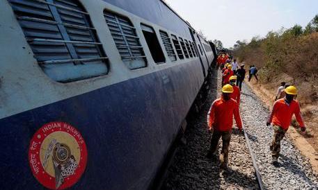 India, deraglia un treno nel Nord. Quindici morti e almeno 150 feriti