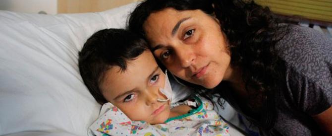 """Il bimbo malato di cancro è guarito: avevano ragione i genitori """"in fuga"""""""