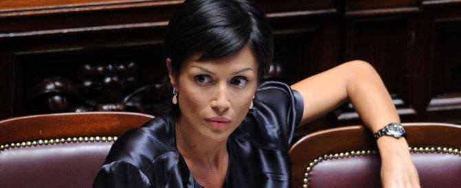"""Schiaffo alle donne, stalking depenalizzato. Carfagna: """"Ministre, rimediate"""""""