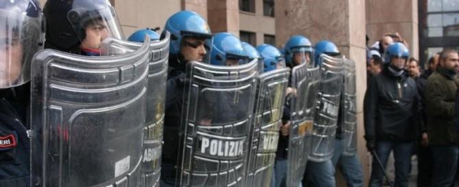 Brescia, tensione al corteo dei centri sociali. Fermati tre antagonisti