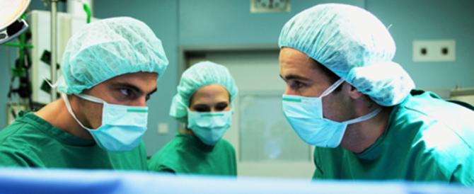 Domande e rumori di fondo: così i medici sbagliano in sala operatoria