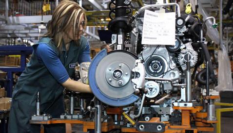 L'Istat: va su la produzione industriale. Ma il Codacons: è presto per brindare
