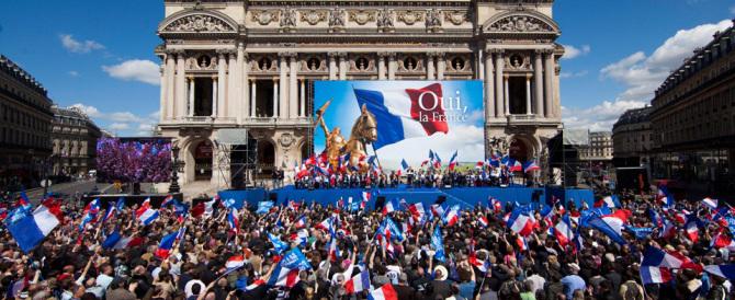 """La follia di Hollande: """"Marine Le Pen è troppo forte, bisogna distruggerla"""""""