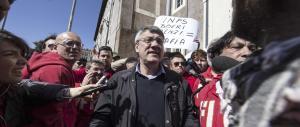 Landini sfida Renzi: «Ho più consenso di te». E il premier: «Inerti e grotteschi»
