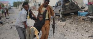 Mogadiscio, autobomba di al Shabaab contro l'hotel dei parlamentari, 9 morti