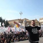 Come sono: Matteo Salvini posa davanti alla gente che affolla piazza del Popolo a Roma (fonte Facebook)