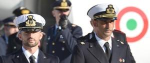 Pinotti: «Basta soldati sui mercantili». Ma sui marò è ancora stallo