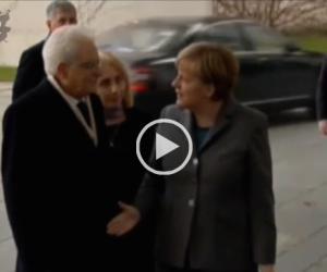 La Merkel ha fretta di andare. Ecco cosa fa al presidente Mattarella (VIDEO)
