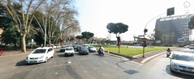 Roma, rumena accoltellata dall'ex convivente alla fermata del bus