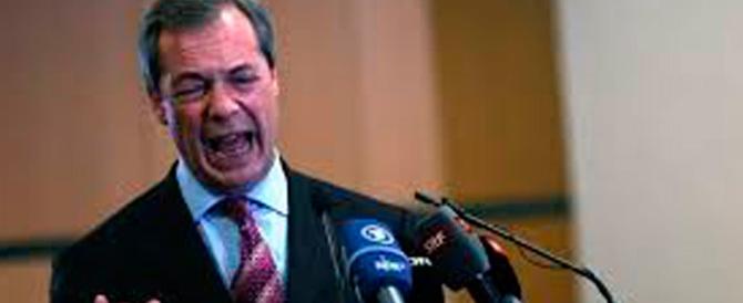 Farage: «Il progetto europeo muore, gli italiani l'hanno preso a martellate»
