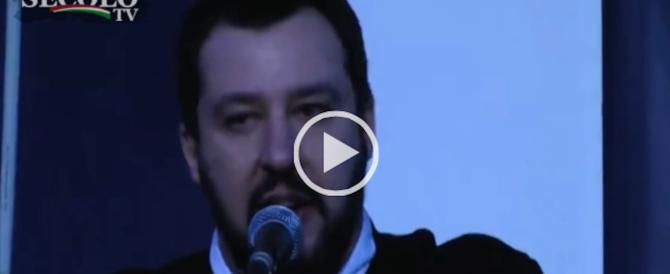 """""""Sfigati, zecche, vaffa"""": le dieci parolacce di Salvini che scandalizzano la sinistra (Video)"""
