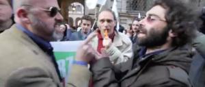 """""""Comunista schifoso!"""": la lite tra un azzurro e il giornalista di Santoro (video)"""