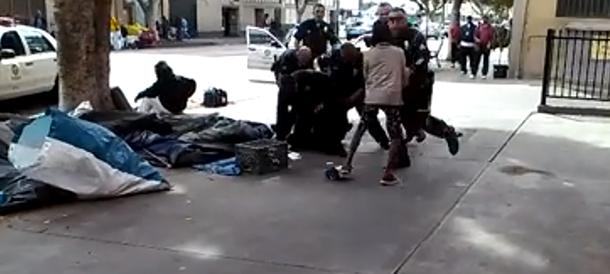 Los Angeles, è bufera sul senzatetto ucciso dalla polizia a colpi di pistola