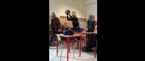 Il web insorge contro i bulli che hanno insultato e picchiato il professore