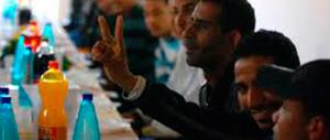 Nel centro d'accoglienza shopping online: profughi comprano capi firmati