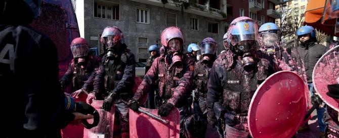 Sassi e vernice contro gli agenti: ecco la buona scuola dei centri sociali