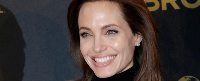 Jolie-choc: dopo il seno si fa togliere anche le ovaie per prevenire il cancro