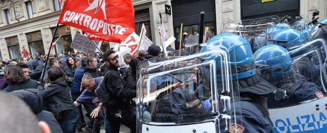 Torino, arriva Salvini e i centri sociali scatenano un'altra guerriglia