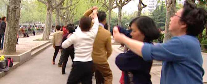 In Cina lo stop ai ballerini di strada: via un altro pezzo di tradizione