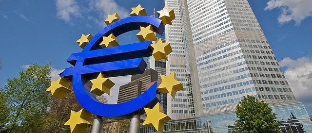 """Anche la Bce smaschera Renzi: l'Italia è ancora """"ultima della classe"""""""
