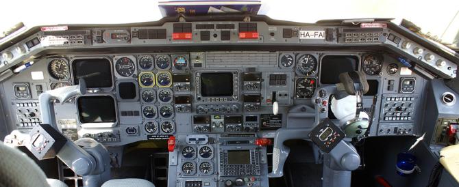 Le compagnie mondiali corrono ai ripari: mai più un solo pilota in cabina