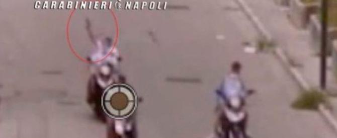 Napoli come il set di Gomorra: in un video choc i raid dei clan tra la gente