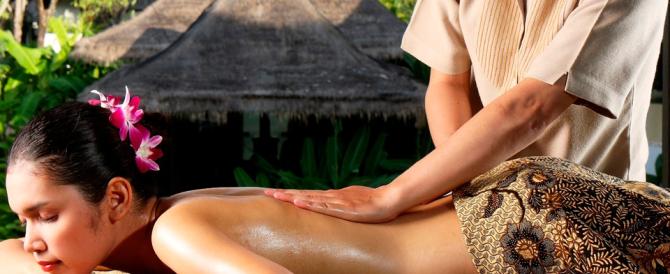 Non trova più l'ex moglie thailandese e devasta due centri massaggi