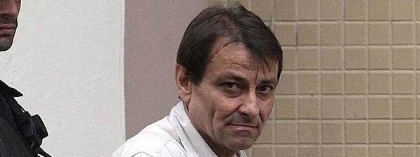 Niente carcere, Cesare Battisti torna a casa in taxi. Italia beffata due volte
