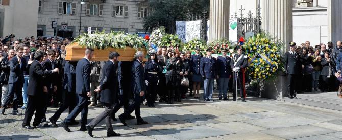 Torino, commosso applauso ai funerali delle vittime dell'attentato di Tunisi