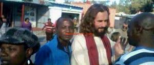 Turista italiano scambiato per Gesù in Zambia. Africani ironici: non era biondo…
