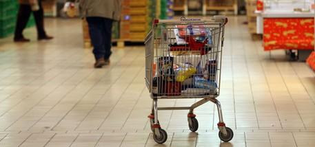 L'Istat: «La fiducia torna a crescere». I consumatori: «A noi non risulta»